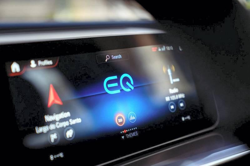 Ein besonderes Auto für einen besonderen Moment: Ein limitiertes Sondermodell markiert den konsequenten Aufbruch von Mercedes-Benz in das Zeitalter der Elektromobilität – die EQC Edition 1886 (Stromverbrauch kombiniert: 20,8 – 19,7 kWh/100 km; CO2-Emissionen kombiniert: 0 g/km)*. Mit der EQC Edition 1886 unterstreicht die Marke mit dem Stern, dass ihre Idee von einer Mobilität der Zukunft weit über Fahrzeuge hinausgeht. *Stromverbrauch und Reichweite wurden auf der Grundlage der VO 692/2008/EG ermittelt. Stromverbrauch und Reichweite sind abhängig von der Fahrzeugkonfiguration;Stromverbrauch kombiniert: 20,8 – 19,7 kWh/100 km; CO2-Emissionen kombiniert: 0 g/km*A special car for a special moment: A limited special edition marks Mercedes-Benz's resolute departure into the era of electric mobility – the EQC Edition 1886 (combined electric energy consumption: 20.8 – 19.7 kWh/100 km; combined CO2 emissions: 0 g/km)*. With the EQC Edition 1886, the brand with the star is emphasizing that its idea of future mobility goes well beyond vehicles themselves. *Electric energy consumption and range have been determined on the basis of Regulation (EC) No. 692/2008. Electric energy consumption and range depend on the vehicle configuration.;Combined electric energy consumption: 20.8 – 19.7 kWh/100 km; combined CO2 emissions: 0 g/km*