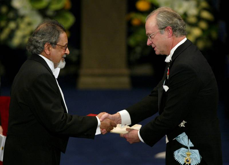 Writer V.S. Naipaul receives the Nobel prize for literature from Sweden's King Carl Gustaf at the Stockholm Concert Hall, Sweden, December 10, 2001. Picture taken December 10, 2001.  Henrik Montgomery /TT News Agency/via REUTERS      ATTENTION EDITORS - THIS IMAGE WAS PROVIDED BY A THIRD PARTY. SWEDEN OUT. NO COMMERCIAL OR EDITORIAL SALES IN SWEDEN.