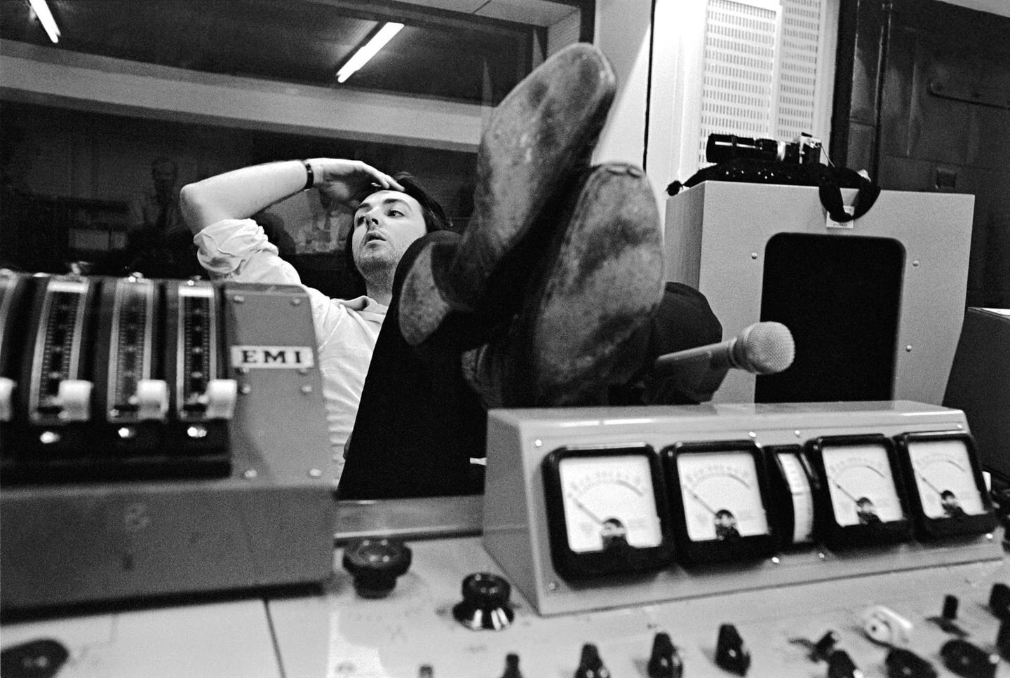 Paul McCartney during a recording session for The Beatles. Abbey Road Studios. October 1968Credit: �� Apple Corps Ltd.