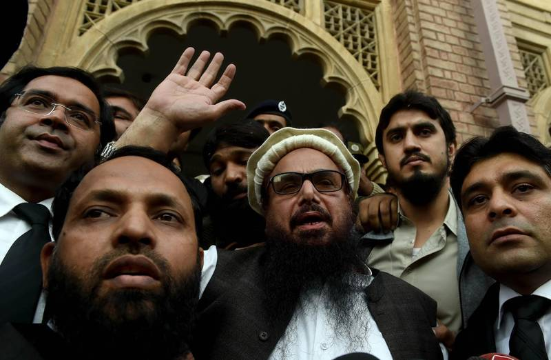 epaselect epa06344914 Hafiz Saeed (C), the head of banned Islamic charity Jamat ud Dawa, waves to supporters after he was released by a court in Lahore, Pakistan, 22 November 2017 (issued 23 November 2017). A review board of the Lahore High Court on 22 November ordered the release of Hafiz Saeed from house arrest as the government failed to file charges against him since January 2017. Hafiz Saeed was on house arrest since January 2017 after Jamaat-ud-Dawa was declared as a banned outfit in resolution of the Security Council of the United Nations (UN) where Saeed was alleged to be the mastermind of coordinated attacks on the Indian city of Mumbai in 2008 that killed more than 160 people.  EPA/RAHAT DAR