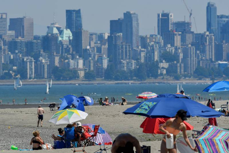 People head to the beach to cool off during the scorching weather of a heatwave in Vancouver, British Columbia, Canada June 27, 2021. REUTERS/Jennifer Gauthier