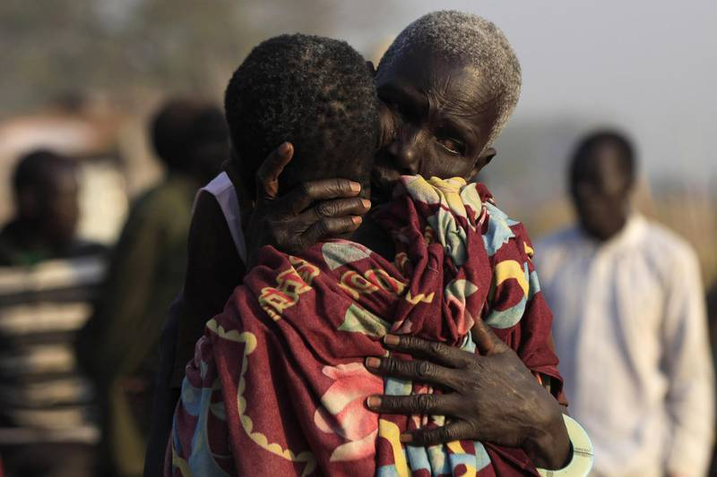 Women displaced by the fighting in Bor county hug each other in the port in Minkaman, in Awerial county, Lakes state, in South Sudan, January 15, 2014. REUTERS/Andreea Campeanu (SOUTH SUDAN - Tags: CIVIL UNREST POLITICS CONFLICT) FOR BEST QUALITY IMAGE ALSO SEE: GM1EA9I1BRX01