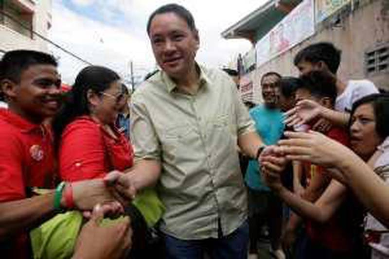 The Philippine administration's presidential candidate Gilberto Teodoro greets residents while campaigning for the upcoming May election in Marikina City, Metro Manila March 23, 2010. REUTERS/Cheryl Ravelo   (PHILIPPINES - Tags: POLITICS ELECTIONS)