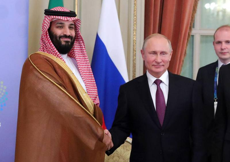 Saudi Arabia's Crown Prince Mohammed bin Salman (L) and Russia's President Vladimir Putin shake hands during a bilateral meeting on the second day of the G20 Leaders' Summit in Buenos Aires, on December 01, 2018.  The leaders of countries G20 leaders on Saturday found the minimum common ground on the global economy at a summit in Buenos Aires with a closing communique that left divisions on clear display. / AFP / SPUTNIK / Mikhail KLIMENTYEV