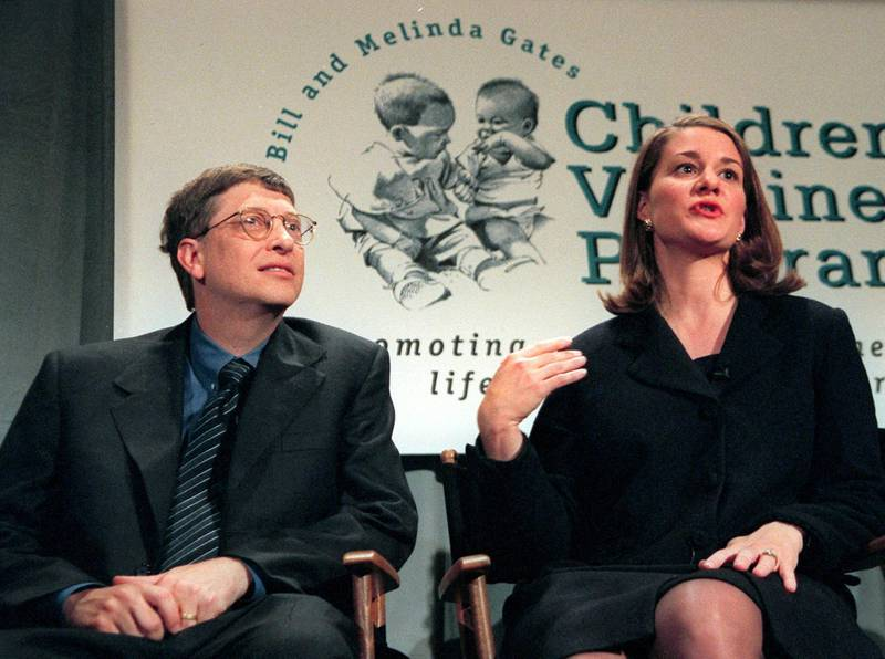 """(FILES) Microsoft Chairman Bill Gates (L) and his wife Melinda (R) hold a press conference in New York 02 December to announce a 100 million USD gift to establish the Bill and Melinda Gates Children's Vaccine Program. Time magazine said 18 December, 2005 it had selected rock star-turned-activist Bono and philanthropists Bill and Melinda Gates as its 2005 """"Persons of the Year.""""   AFP PHOTO/FILES/Timothy A. CLARY (Photo by TIMOTHY A. CLARY / AFP)"""