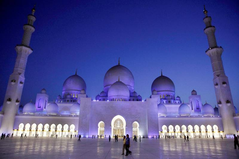 ABU DHABI, UNITED ARAB EMIRATES - August 22, 2009: Muslims make their way to evening prayer at Sheikh Zayed Grand Mosque after breaking fast at Iftar on the first day of Ramadan.   ( Ryan Carter / The National ) *** Local Caption ***  RC010-RamadanMosque.jpg