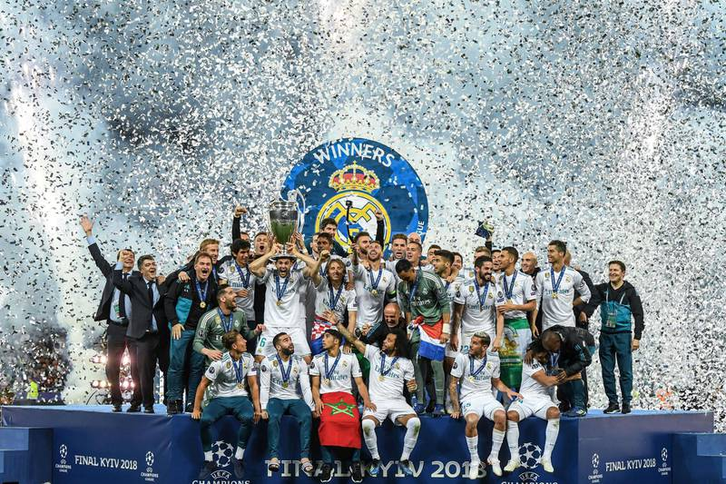 KIEV, UKRAINE - MAY 26: Real Madrid CF players ceebrates with the trophy following his side victory in the UEFA Champions League final between Real Madrid and Liverpool on May 26, 2018 in Kiev, Ukraine.  (Photo by David Ramos/Getty Images)