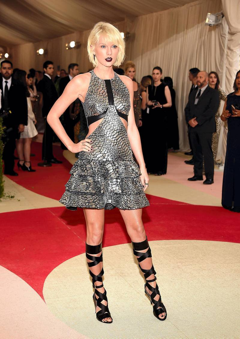 """NEW YORK, NY - MAY 02:  Taylor Swift attends """"Manus x Machina: Fashion In An Age Of Technology"""" Costume Institute Gala at Metropolitan Museum of Art on May 2, 2016 in New York City.  (Photo by Kevin Mazur/WireImage)"""