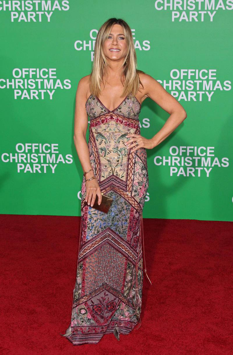 epa05665114 US actress Jennifer Aniston arrives for the Paramount Pictures film premiere of 'Office Christmas Party' at the Regency Village Theatre in Westwood, California, USA, 07 December 2016.  EPA/JIMMY MORRISON