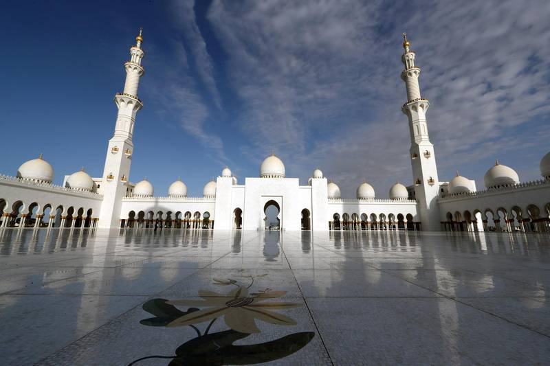A view shows Sheikh Zayed Grand Mosque before a visit by Pope Francis in Abu Dhabi, United Arab Emirates, February 4, 2019. REUTERS/Tony Gentile