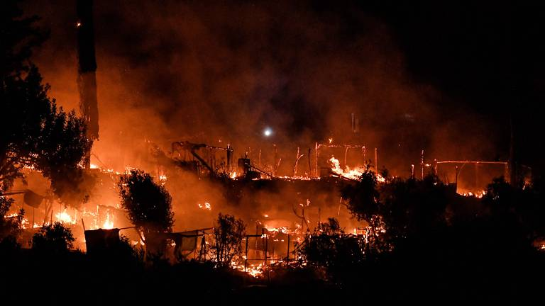 An image that illustrates this article Major fire at migrant camp on Greek island of Samos