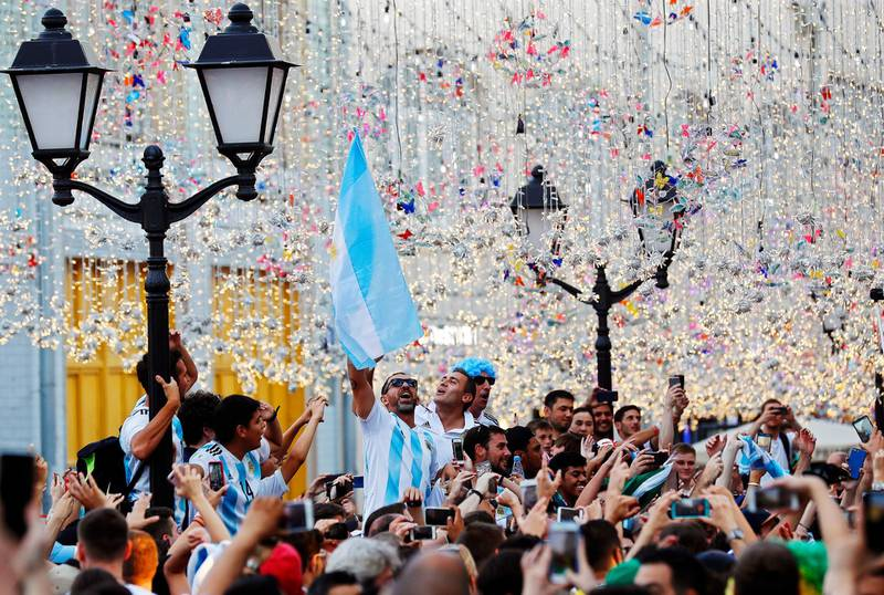 epa06819716 Supporters of Argentina cheer for their team on the Nikolskaya Street in central Moscow, Russia, 18 June 2018. The FIFA World Cup 2018 takes place in Russia from 14 June until 15 July 2018.  EPA/FELIPE TRUEBA