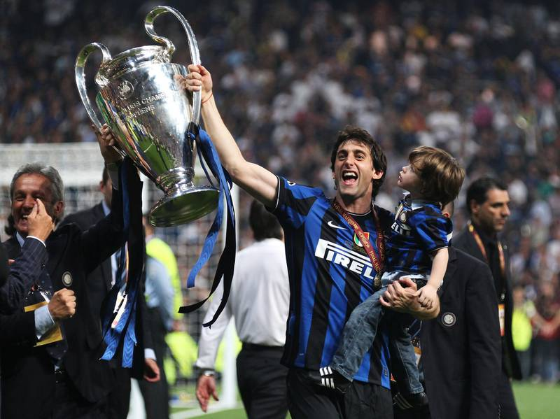 MADRID, SPAIN - MAY 22:  Double goalscorer Diego Milito of Inter Milan celebrates victory after the UEFA Champions League Final match between FC Bayern Muenchen and Inter Milan at the Estadio Santiago Bernabeu on May 22, 2010 in Madrid, Spain.  (Photo by Alex Livesey/Getty Images)