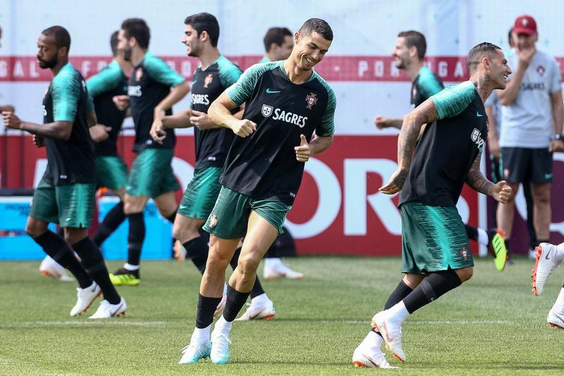 epa06846408 Portugal's national team player Cristiano Ronaldo (C) in action during the training session at the Kratovo training camp, which will be the Team Base Camp during the FIFA World Cup 2018 in Russia, Ramensky, Moscow, Russia, 28 June 2018.  EPA/PAULO NOVAIS