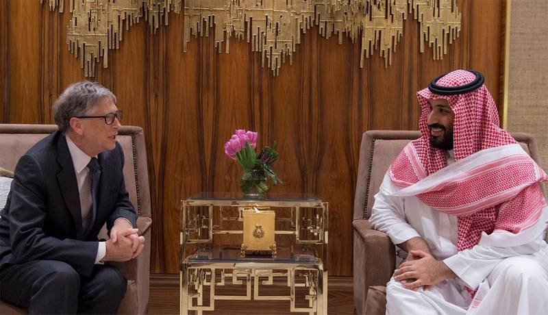 Saudi Crown Prince Mohammed bin Salman meets with Microsoft co-founder Bill Gates in Riyadh, Saudi Arabia November 14, 2017. Bandar Algaloud/Courtesy of Saudi Royal Court/Handout via REUTERS ATTENTION EDITORS - THIS PICTURE WAS PROVIDED BY A THIRD PARTY.