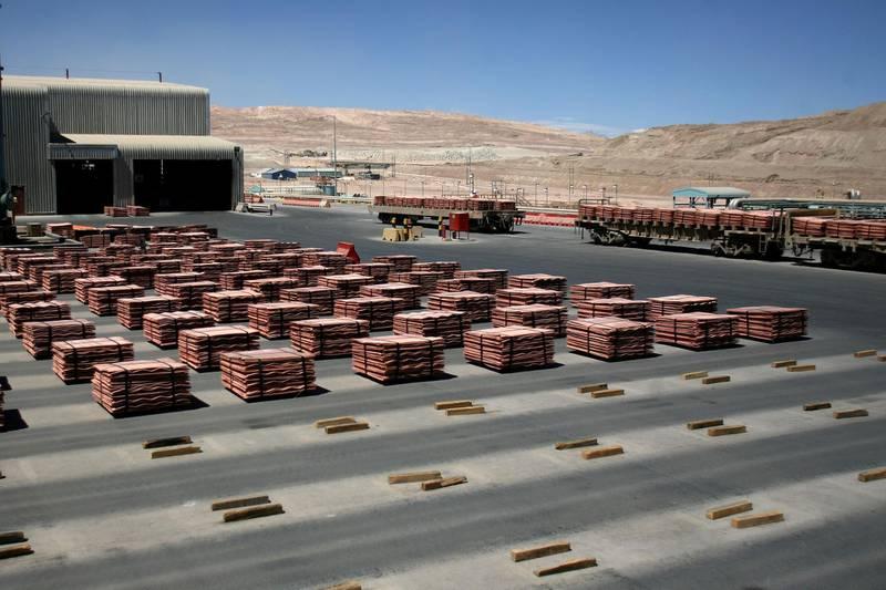 FILE PHOTO: Sheets of copper cathode are pictured at BHP Billiton's Escondida, the world's biggest copper mine, in Antofagasta, Chile March 31, 2008. REUTERS/Ivan Alvarado/File Photo