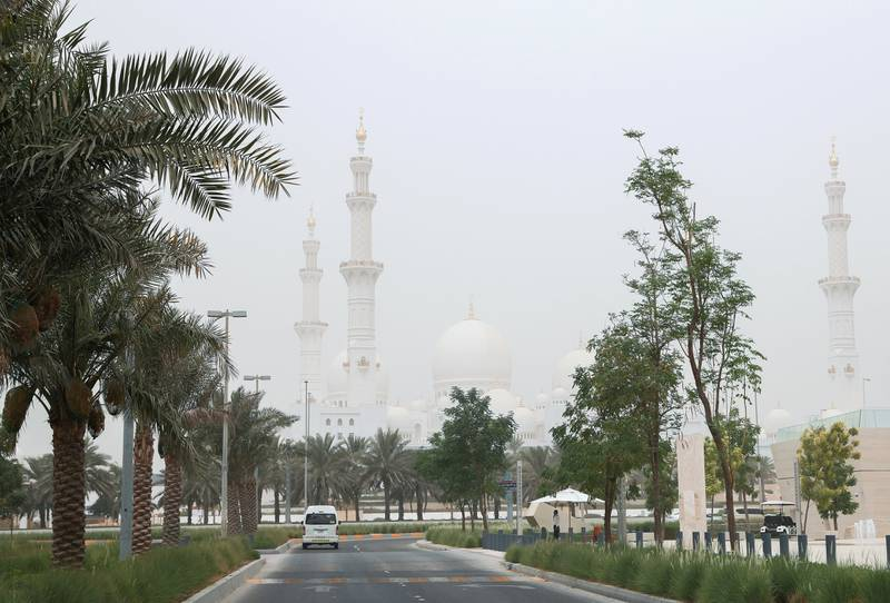 Abu Dhabi, U.A.E., July 23, 2018.   White haze at Abu Dhabi due to sand storms. --  Sheikh Zayed Grand Mosque.Victor Besa / The NationalSection:  NA