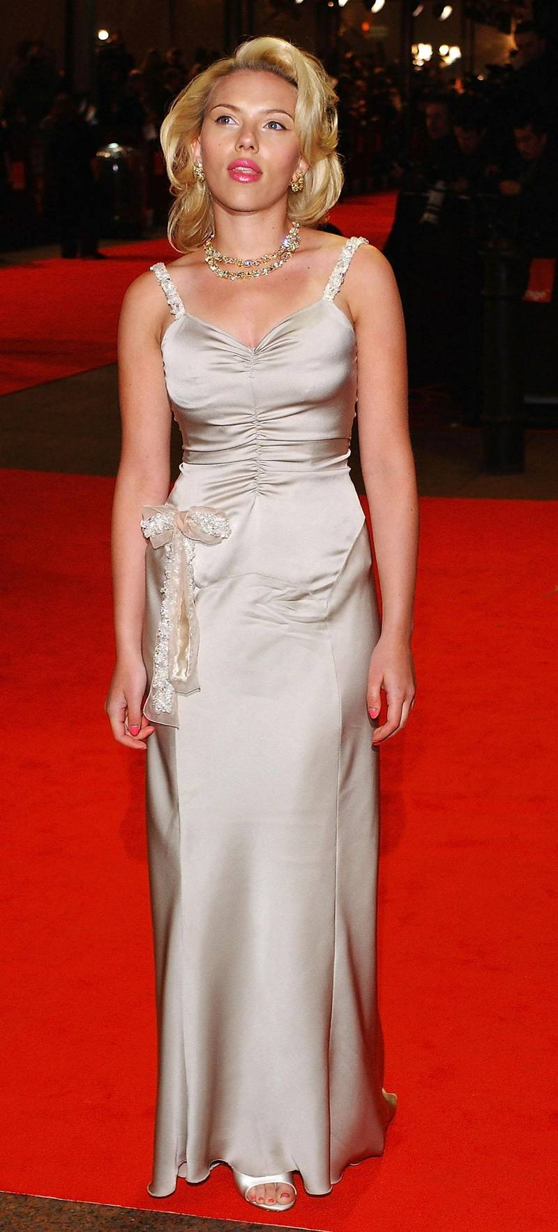 """LONDON - FEBRUARY 15:  Actress Scarlett Johansson arrives at """"The Orange British Academy Film Awards"""" at The Odeon Leicester Square on February 15, 2004 in London. (Photo by Steve Finn/Getty Images)"""