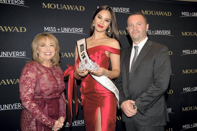 ATLANTA, GA - DECEMBER 5: Paula M. Sugart, Miss Universe Catriona Gray and Pascal Mouawad unveil the new Miss Universe crown on December 5, 2019 at Marriott Marquis in Atlanta, GA. Designed by luxury jeweler Mouawad, the crown is crafted in 18-karat gold, handset with more than 1770 diamonds including a magnificent centerpiece shield-cut golden canary diamond weighing 62.83-carats. The Power of Unity crown marks the first collaboration between Mouawad and Miss Universe.  (Photo by Marcus Ingram/Getty Images for Endeavor) *** Local Caption *** ATLANTA, GA - DECEMBER 5: Paula M. Sugart, Miss Universe Catriona Gray and Pascal Mouawad unveil the new Miss Universe crown on December 5, 2019 at Marriott Marquis in Atlanta, GA. Designed by luxury jeweler Mouawad, the crown is crafted in 18-karat gold,