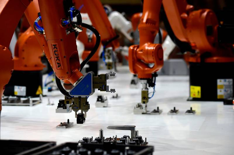 Kuka robots are operating at the booth of Schunk during the Hannover Fair on April 23, 2018 in Hanover, Germany. The Hanover technology fair runs until April 28, 2018, with Mexico as partner country. / AFP PHOTO / Tobias SCHWARZ