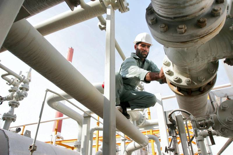 - PHOTO TAKEN 27MAY06 -An Iranian worker monitors pipes on phases 2-3 of the South Pars gas field, [owned jointly by Iran and Qatar], in Assaluyeh on Iran's Persian Gulf coast May 27, 2006.