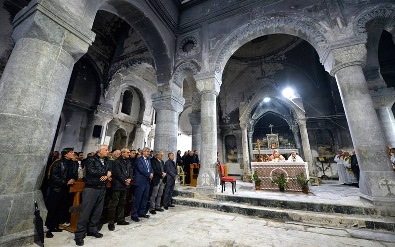 epa07247700 Iraqi Christians attend a mass during a Christmas Eve celebrations at the al-Tahira al-Kubra church at the Assyrian town of Qaraqosh, some 13 km east of Mosul, northern Iraq, 24 December 2018. Hundreds of Iraqi Christians held their prayers in Mosul under tight security.  EPA-EFE/AMMAR SALIH *** Local Caption *** 54859466