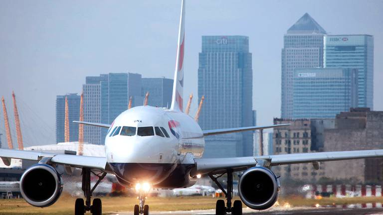 An image that illustrates this article US to lift flight ban for fully vaccinated travellers from UK and Europe