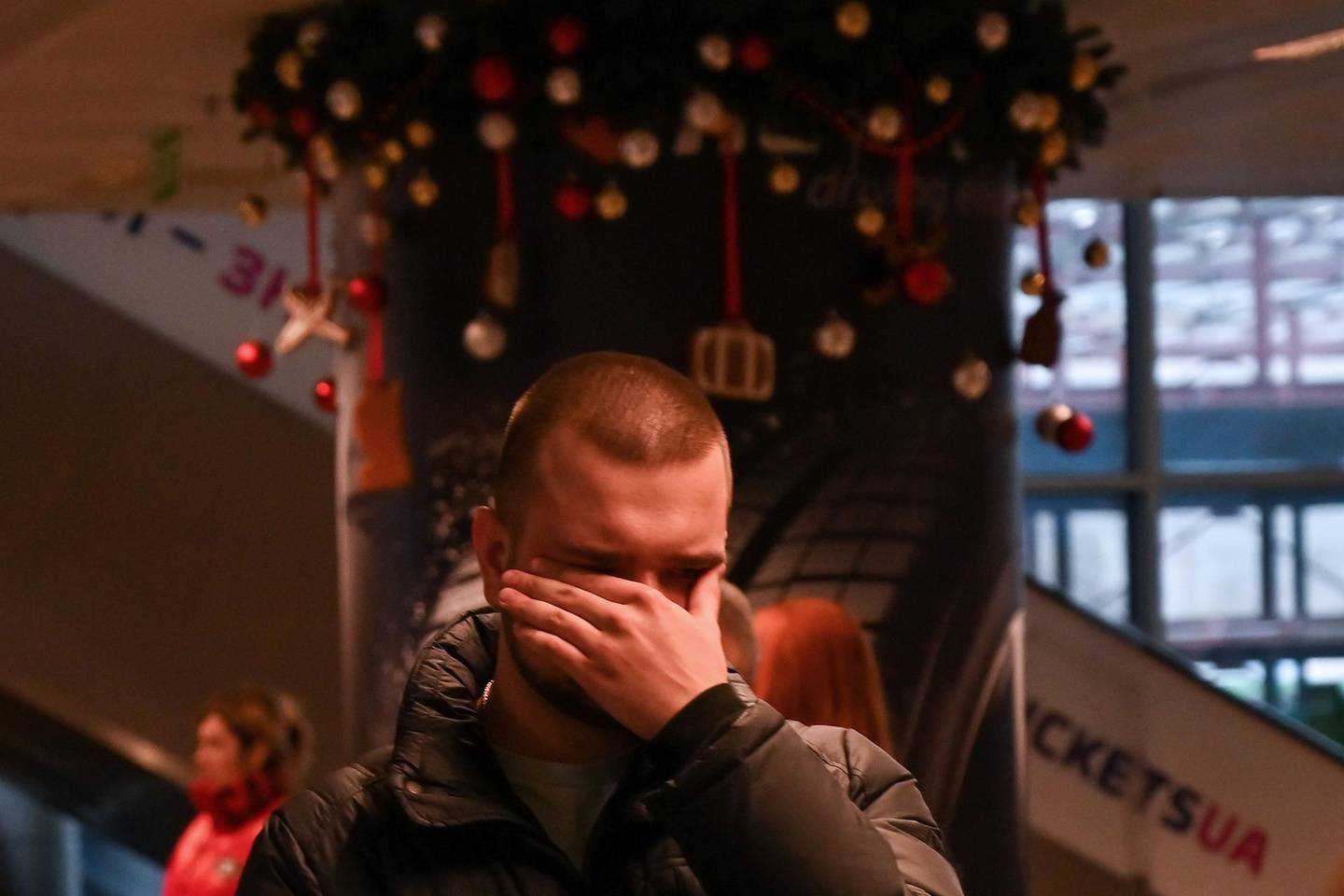 A relative of passengers and crew members of the crashed Ukraine International Airlines Flight PS752 reacts at the Boryspil airport outside Kiev on January 8, 2020. All passengers and crew on board the Ukrainian Boeing 737 plane that crashed shortly after take-off from Tehran on January 8, 2020 were killed, Ukrainian President Volodymyr Zelensky said. / AFP / Sergei Supinsky