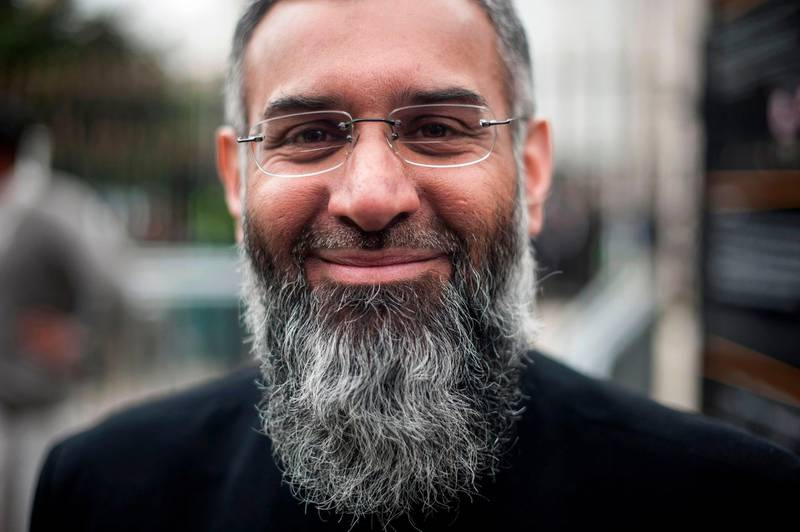 (FILES) In this file photo taken on April 03, 2015 In a picture taken on April 3, 2015 British muslim cleric Anjem Choudary poses for a photograph after attending a rally calling for muslims to refrain from voting in the 2015 general election during outside the Regents Park mosque in London.  Radical cleric Anjem Choudary, long a thorn in the side of British authorities, was released from prison on October 19, 2018 having served half his sentence for encouraging support for the Islamic State group, British media reported. / AFP / NIKLAS HALLE'N