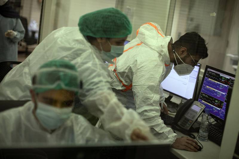 ©2021 Tom Nicholson. 18/01/2021. Beirut, Lebanon. Staff members work in the Emergency Room (ER) at the American University of Beirut (AUB) Hospital. Deaths in Lebanon from Coronavirus reached a peak high of 55 today. Photo credit : Tom Nicholson
