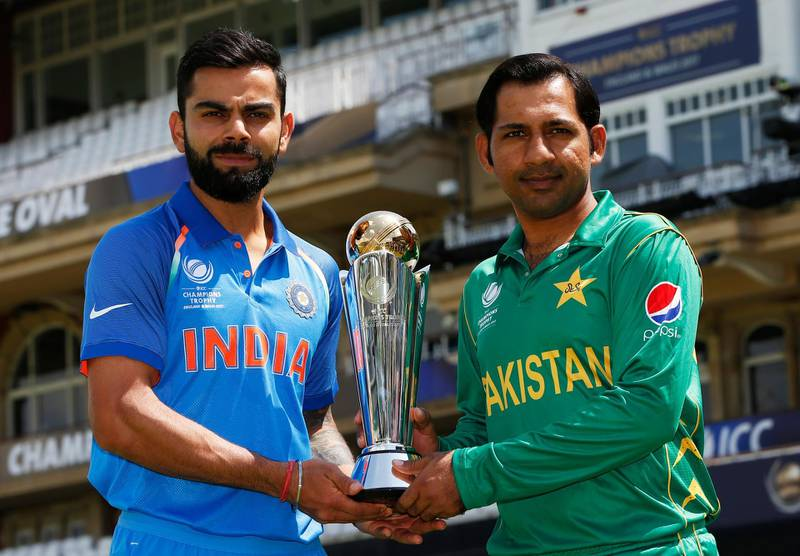 Britain Cricket - India & Pakistan Nets - The Oval - June 17, 2017 Pakistan's Sarfraz Ahmed and India's Virat Kohli pose with the trophy Action Images via Reuters / Paul Childs Livepic EDITORIAL USE ONLY.
