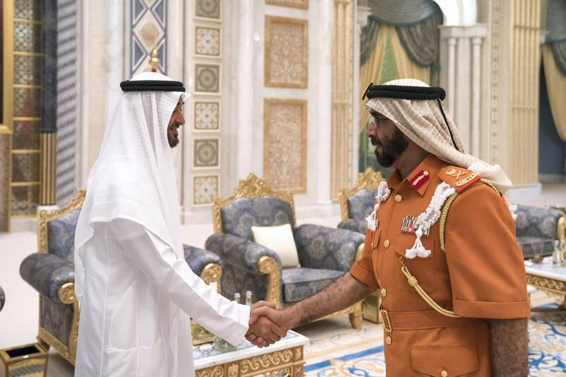 ABU DHABI, UNITED ARAB EMIRATES - May 20, 2018: HH Sheikh Mohamed bin Zayed Al Nahyan Crown Prince of Abu Dhabi Deputy Supreme Commander of the UAE Armed Forces (L), receives HE Major General Abdullah Muhair Al Ketbi (R), during an iftar reception at the Presidential Palace.   ( Hamad Al Kaabi / Crown Prince Court - Abu Dhabi ) ---