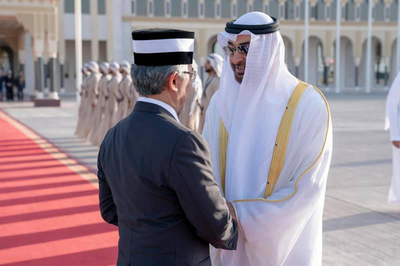 ABU DHABI, UNITED ARAB EMIRATES - June 14, 2019: HH Sheikh Mohamed bin Zayed Al Nahyan, Crown Prince of Abu Dhabi and Deputy Supreme Commander of the UAE Armed Forces (R) bids farewell to HM King Sultan Abdullah Sultan Ahmad Shah of Malaysia (L), at the Presidential Airport.  ( Hamad Al Kaabi / Ministry of Presidential Affairs ) ---