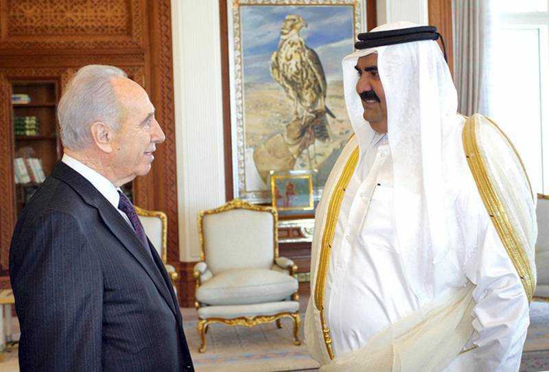 """Qatar's Emir Sheikh Hamad bin Khalifa al-Thani (R) greets Israel's Deputy Prime Minister Shimon Peres in Doha, 30 January 2007. Peres flew to the Gulf state of Qatar yesterday where he will take part in a debate on the Middle East with students, a spokeswoman for the veteran leader told AFP. Peres """"will put forward the Israeli position in front of 300 students,"""" Sharon Kravicky said. The debate is an initiative by the Qatar Foundation for Education, Science and Development. AFP PHOTO/STR (Photo by KHALED MOUFTAH / AFP)"""