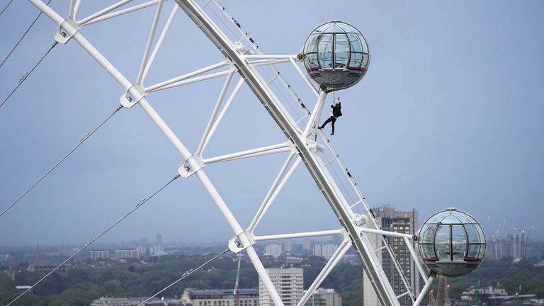 An image that illustrates this article James Bond stuntman dangles from London Eye