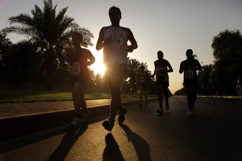 Abu Dhabi, UAE - November 13, 2009 - Half-Marathon and 10k runners race around the Abu Dhabi Equestrian Club. The marathon was organized by Abu Dhabi Striders running club. (Nicole Hill / The National) *** Local Caption ***  NH Marathon07.jpg