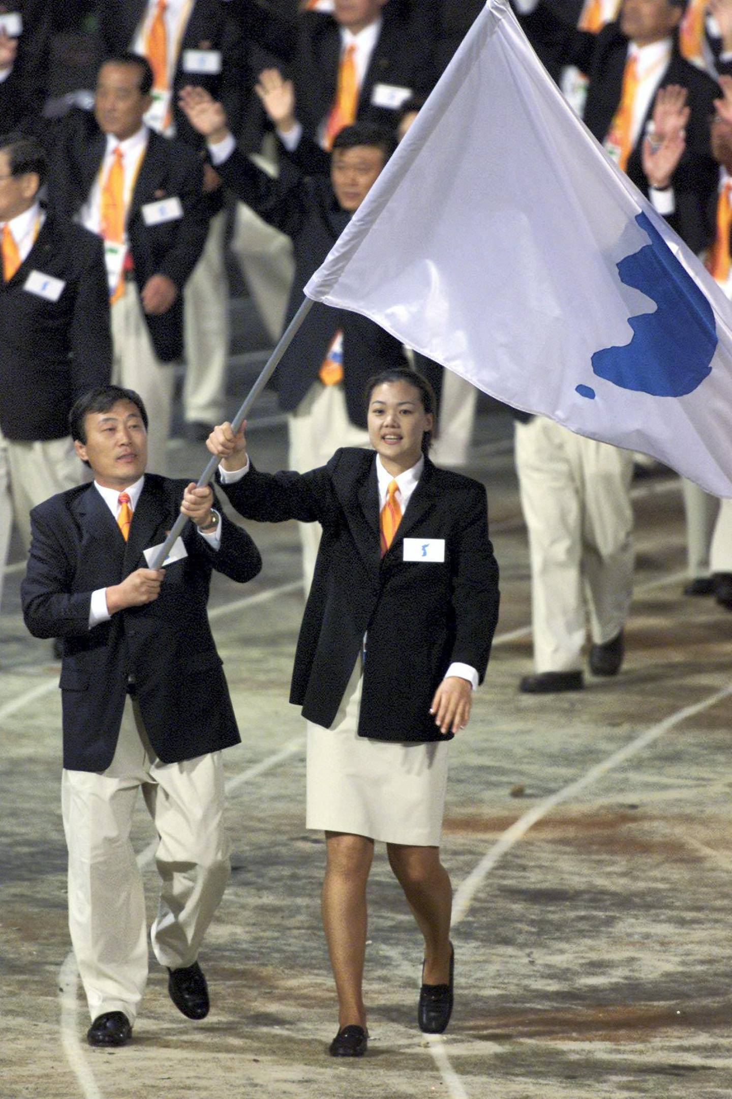 North Korea's Jang Choo Pak (L) and South Korea's Eun-Soon Chung carry a flag bearing the unification symbol of the Korean peninsula during the opening ceremony of the Sydney 2000 Olympic Games, September 15, 2000. Athletes from 199 nations are participating in the XXVII Olympic Games which will continue until October 1.  PB/HB - RP2DRIBPJIAA