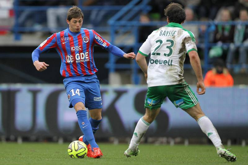 Caen's Argentinian forward  Emiliano Sala (L) vies for the ball with Saint-Etienne's French defender Paul Baysse during the French L1 football match between Caen (SMC) and Saint-Etienne (ASSE) on February 1, 2015 at the Michel d'Ornano stadium in Caen, northwestern France. AFP PHOTO / CHARLY TRIBALLEAU (Photo by CHARLY TRIBALLEAU / AFP)