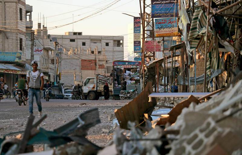 A picture taken on July 17, 2018, shows damage in a street caused by regime airstrikes, in the rebel-held town of Nawa, about 30 kilometres north of Daraa in southern Syria.  / AFP / Ahmad al-Msalam
