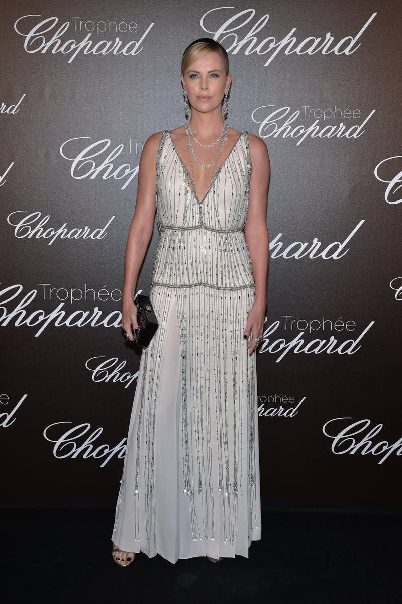 PARIS, FRANCE - MAY 22:  Charlize Theron attends the Chopard Trophy photocall at Hotel Martinez on May 22, 2017 in  (Photo by Pascal Le Segretain/Getty Images)