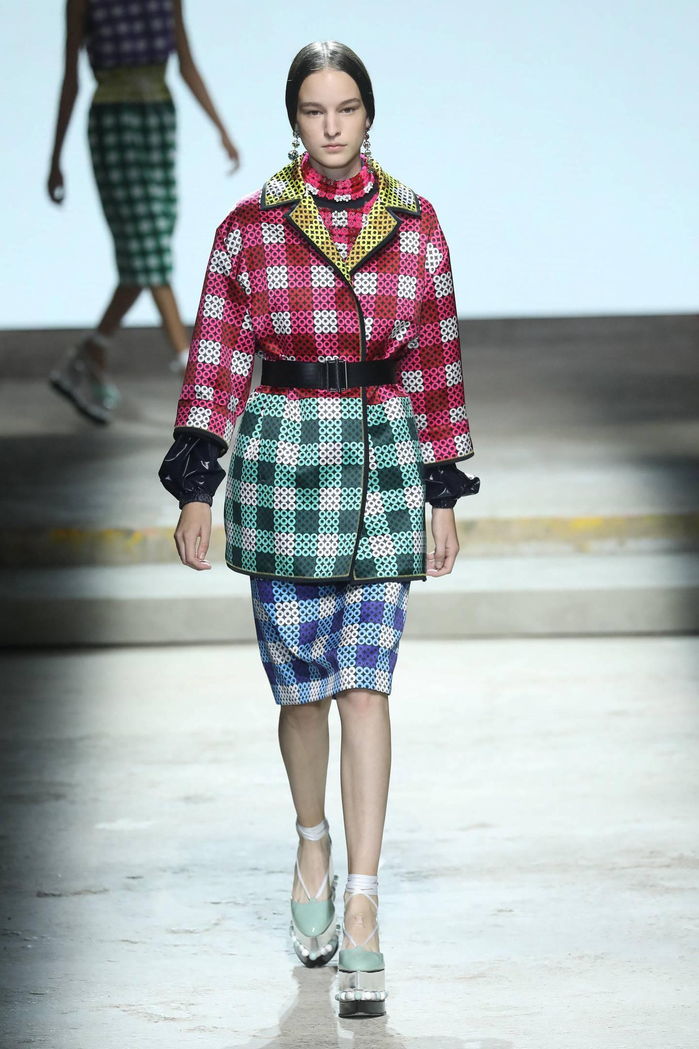 LONDON, ENGLAND - SEPTEMBER 17:  A model walks the runway at the Mary Katrantzou show during London Fashion Week September 2017 on September 17, 2017 in London, England.  (Photo by Antonio de Moraes Barros Filho/WireImage)