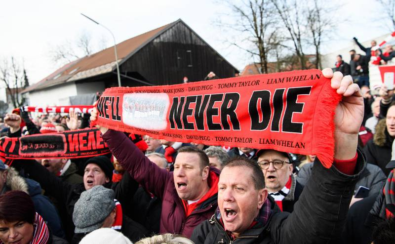 MUNICH, GERMANY - FEBRUARY 06: Supporters of Manchester United attend a memorial service  commemorating the Munich air disaster of February 6, 1958, where 23 people including 8 members of the Manchester United football team lost their lives, on February 6, 2018 in Munich, Germany. (Photo by Sebastian Widmann/Bongarts/Getty Images)