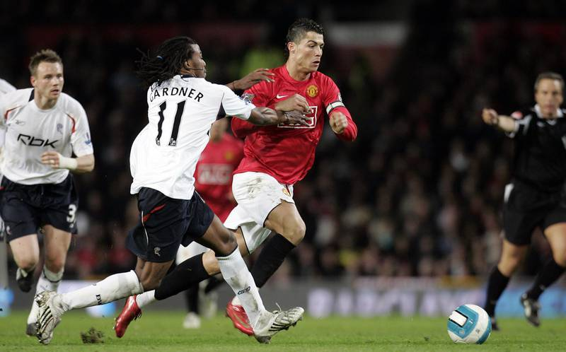Manchester United's Portuguese midfielder Cristiano Ronaldo (C) beats Bolton Wanderers' Jamacan defender Ricardo Gardner during their English Premier League football match at Old Trafford in manchester, north west England, March 19, 2008. AFP PHOTO/PAUL ELLIS - Mobile and website use of domestic English football pictures are subject to obtaining a Photographic End User Licence from Football DataCo Ltd Tel : +44 (0) 207 864 9121 or e-mail accreditations@football-dataco.com - applies to Premier and Football League matches. (Photo by PAUL ELLIS / AFP)