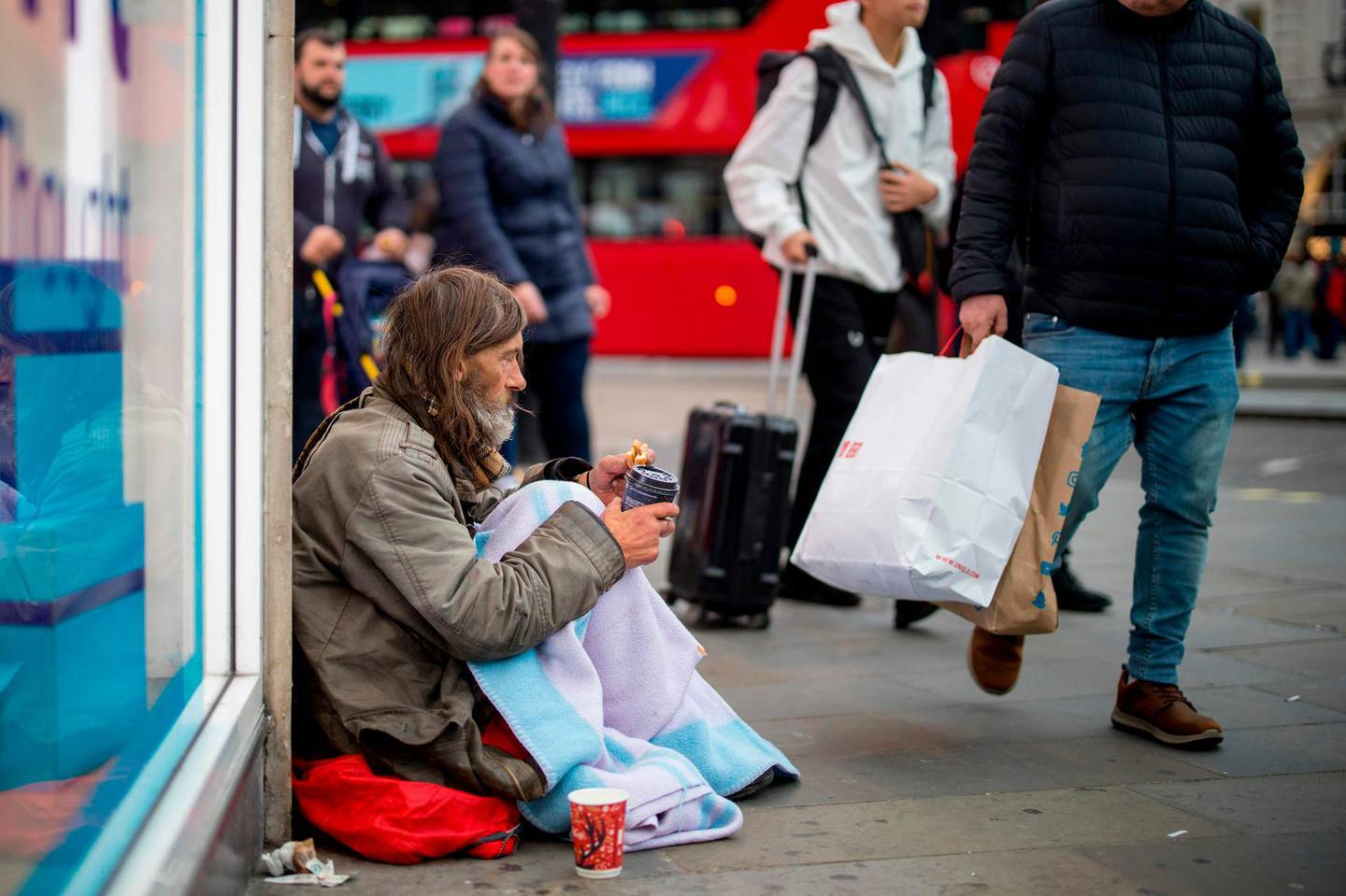 A homeless man, who has been rough sleeping for 5 years, begs in central London on November 8, 2019.  As record numbers of Britons flock to food banks and homelessness soars, for many people rampant poverty, not Brexit, is the main issue in next week's general election. - TO GO WITH AFP STORY BY ROLAND JACKSON  / AFP / Tolga Akmen / TOLGA AKMEN / TO GO WITH AFP STORY BY ROLAND JACKSON