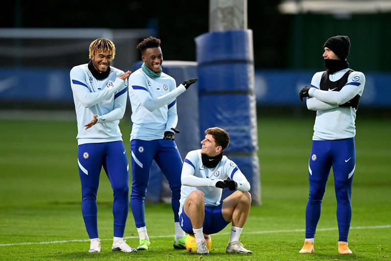 COBHAM, ENGLAND - NOVEMBER 19:  Reece James, Callum Hudson-Odoi, Mason Mount and Ben Chilwell of Chelsea during a training session at Chelsea Training Ground on November 19, 2020 in Cobham, United Kingdom. (Photo by Darren Walsh/Chelsea FC via Getty Images)