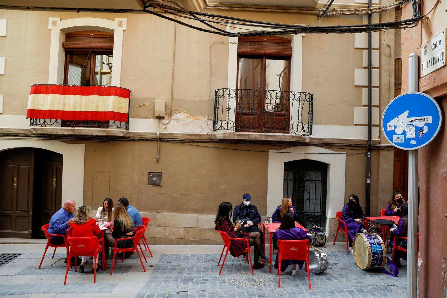 """FILE PHOTO: People at a restaurant terrace at the end of Good Friday's """"Rompida de la Hora"""" (Breaking of the hour) in Calanda, Spain, April 2, 2021. REUTERS/Susana Vera/File Photo"""