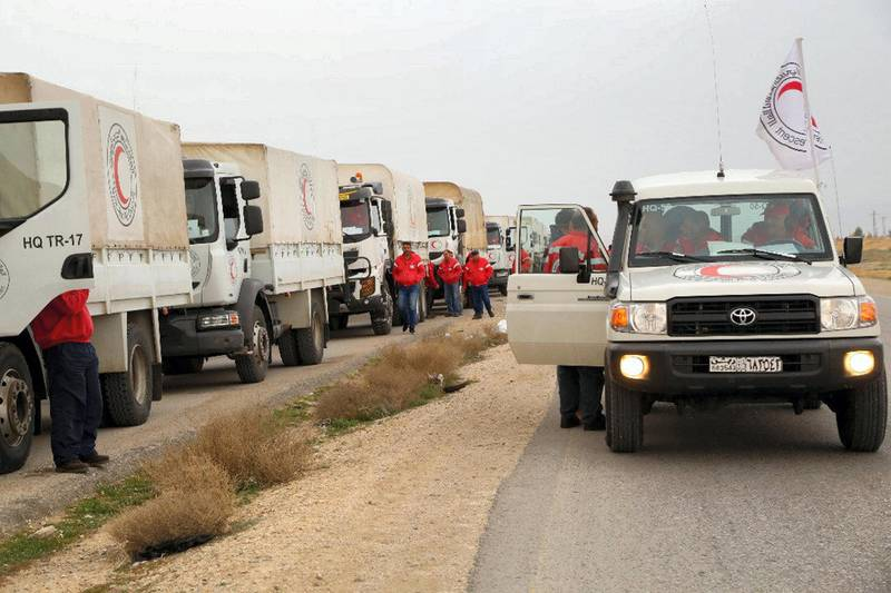 This picture shows an aid convoy of the red crescent arriving at the Rukban desert camp for displaced Syrians along Syria's border with Jordan on February 06, 2019. An aid convoy reached displaced Syrians in desperate need of assistance near the Jordanian border on February 06 in the first such aid delivery in three months, the Red Crescent said. A convoy of 133 trucks carrying aid including food and clothes for children reached the outskirts of the Rukban camp, a Syrian Arab Red Crescent spokeswoman said. / AFP / Syrian Red Crescent