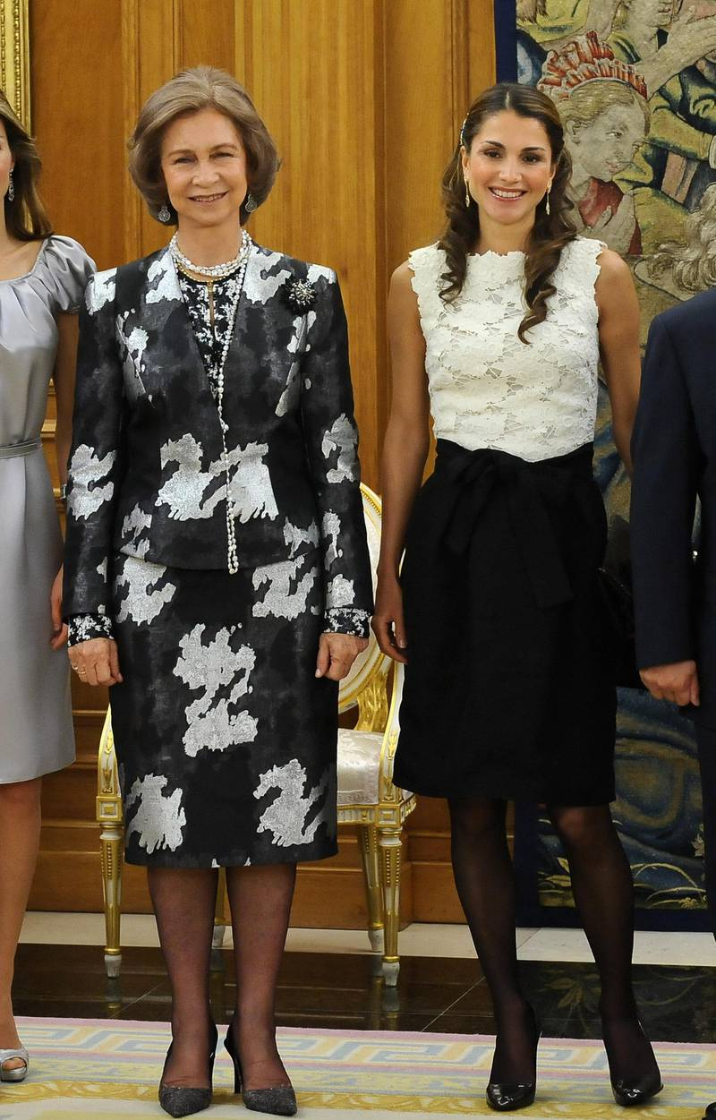 MADRID, SPAIN - OCTOBER 18:  Queen Sofia of Spain (L) and Queen Rania of Jordan (R) at the Zarzuela Palace on October 18, 2008 in Madrid, Spain.  (Photo by Carlos Alvarez/Getty Images)