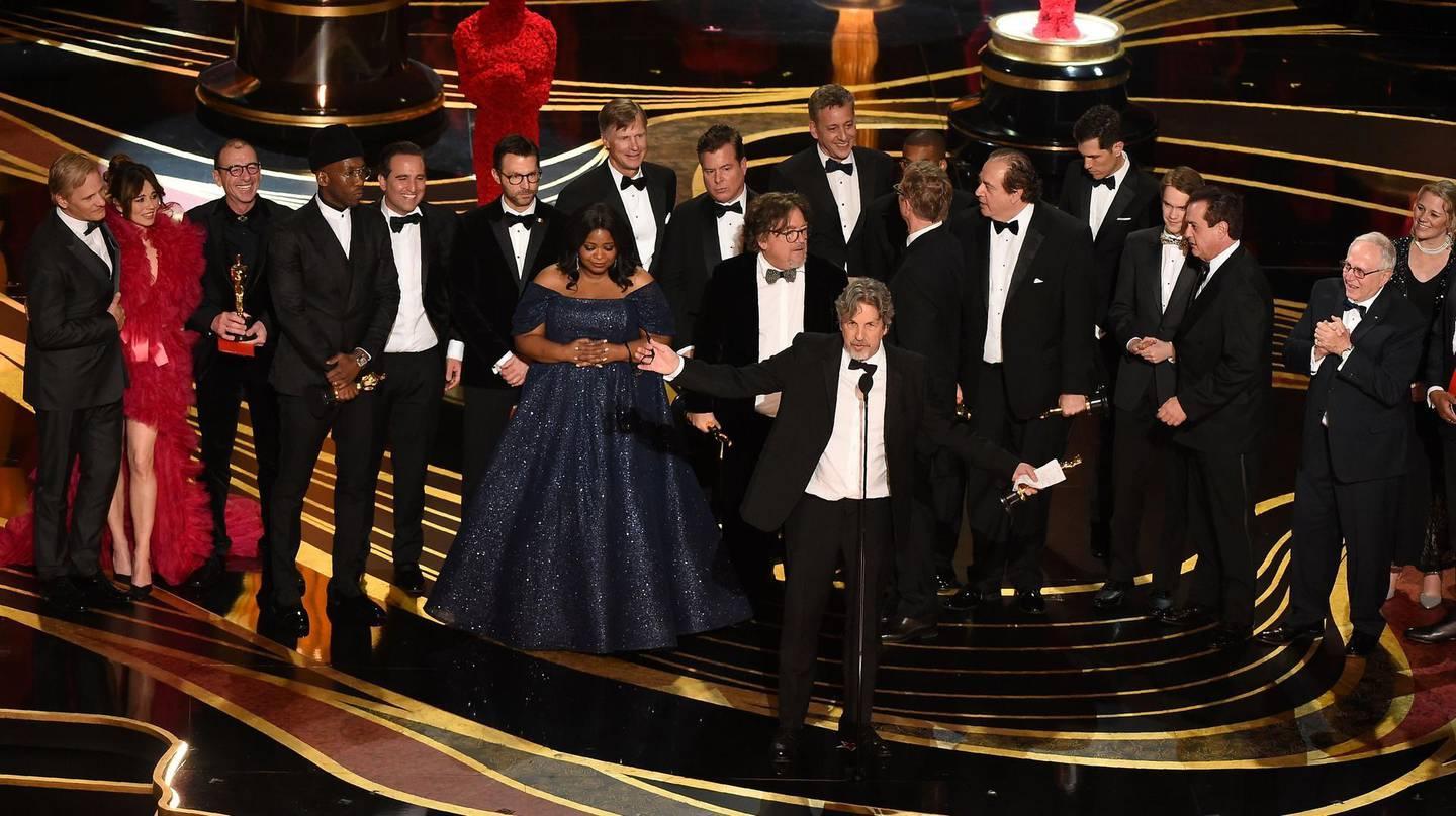 """Producers of Best Picture nominee """"Green Book"""" Peter Farrelly and Nick Vallelonga accepts the award for Best Picture with the whole crew on stage during the 91st Annual Academy Awards at the Dolby Theatre in Hollywood, California on February 24, 2019. / AFP / VALERIE MACON"""