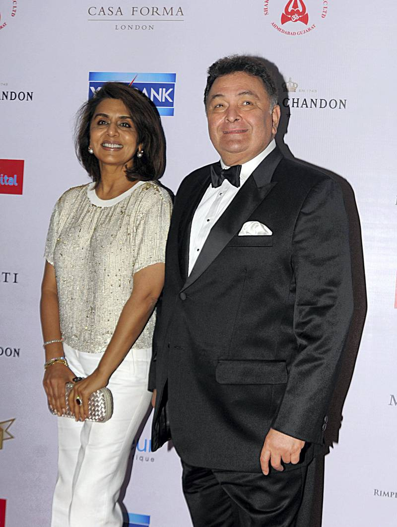 Indian Bollywood actors Rishi Kapoor(R)poses with his wife Neetu Singh pose as they attend the 'Hello! Hall of Fame Awards 2016' in Mumbai late April 11, 2016. (Photo by STR / AFP)